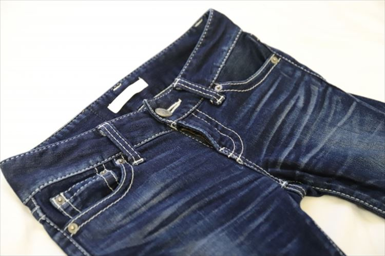 デニムとジーンズの違いは何?意外と知らない違いや由来を解説