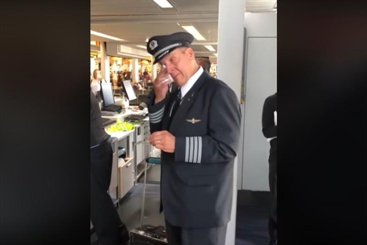 最後のフライトを終えて引退を迎えた機長に、合唱団が感動のサプライズ