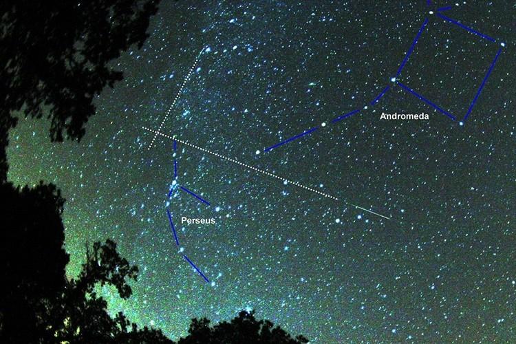 これは見逃せない!三大流星群のひとつ「ペルセウス座流星群」が8月13日に極大に!