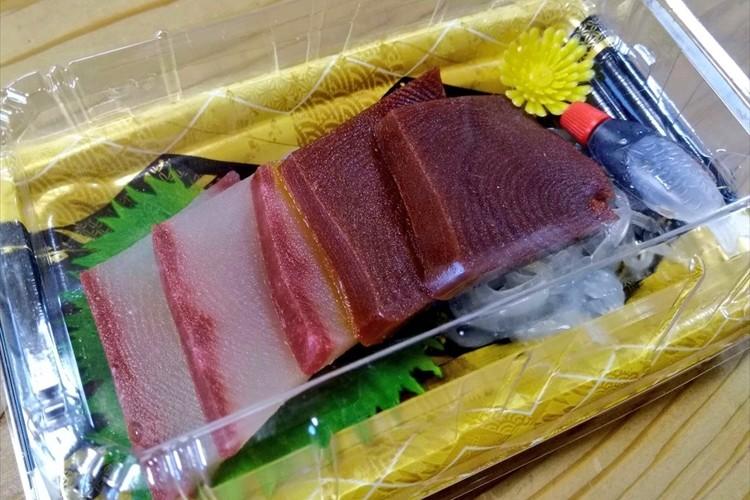 刺身にしか見えないけれども・・実は刺身をモチーフにしたあの和菓子だった