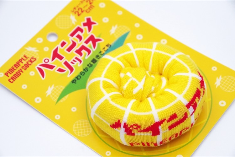 ロングセラーキャンディ「パインアメ」がレトロで可愛い「パインアメソックス」に!
