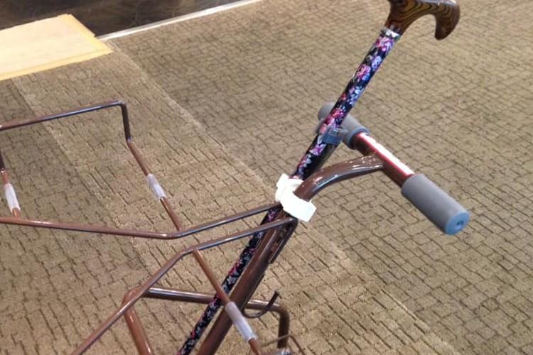 """杖を使用する方も""""選ぶ楽しみ""""を!ホテルのバイキングで見た「トレイが置けるカート」が素晴らしい"""