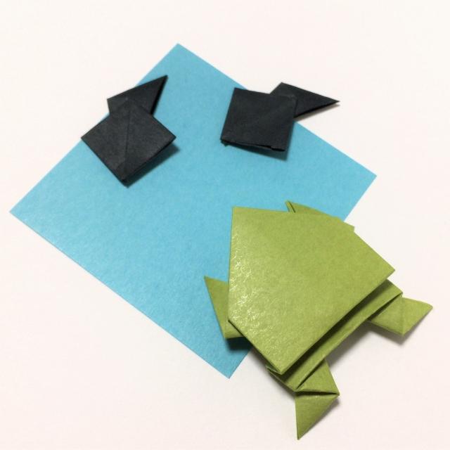 折り紙のカエルとオタマジャクシ