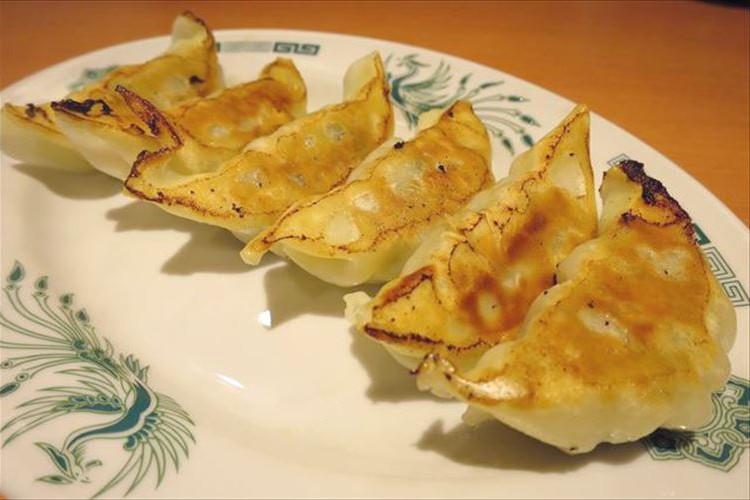 日高屋の餃子が8年ぶりにリニューアル!どのように変わったのか旧餃子と食べ比べてみた