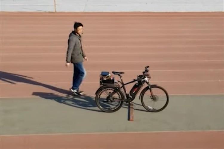 障害物も感知して回避!音声コマンドで操作できる「自動運転自転車」が開発される!