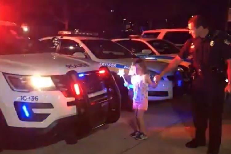 「私達は子供達の笑顔が大好きです!」警察官が魔法使いになりたいという少女の夢を叶える