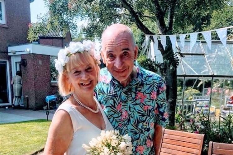 認知症を患い、自分の妻の名前も忘れてしまった男性が改めて妻にプロポーズ