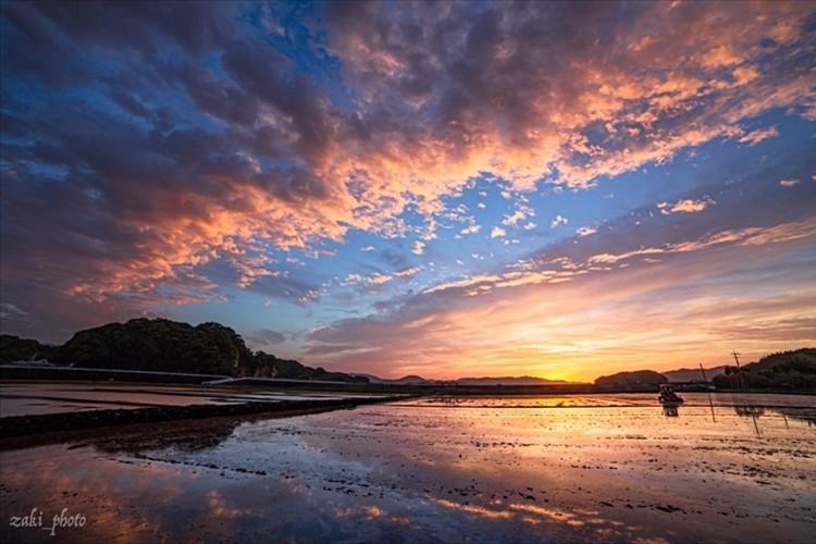 台風が来る前に撮影された幻想的な空の写真に反響「まるで絵のような空」