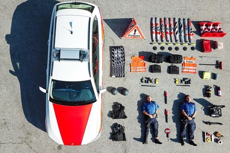 何を載せているのかがよく分かる!警察署や消防署の車両に入っている物を撮った空撮写真が話題に