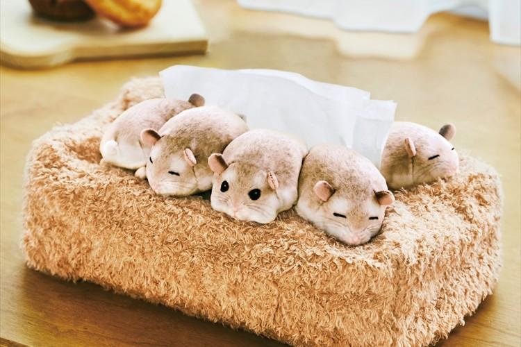 ぎゅうぎゅう集まって眠る姿が可愛すぎる!「ハムスターのボックスティッシュカバー」が登場!