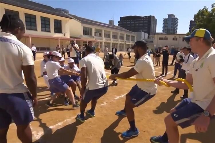 「みんなが笑顔で本当に楽しそう」ラグビー南アフリカ代表選手らが日本の子供たちと交流!