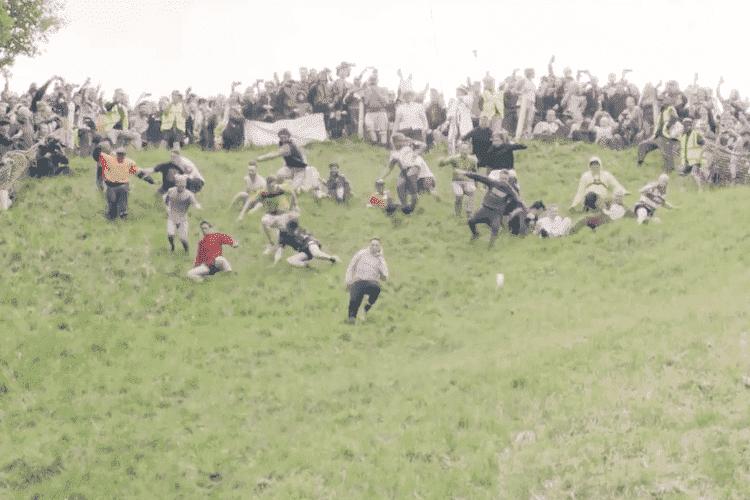 有名なイギリスの奇祭「チーズころがし祭り」が面白い!ルールや歴史について紐解いていく!