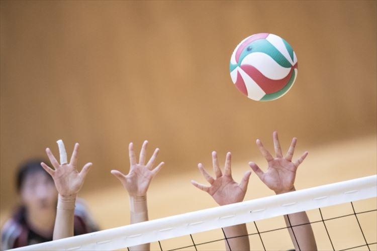 バレーボールは足を使っても反則ではない!どんな場面でも足は使っても良い?