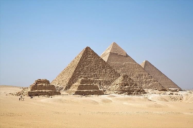 エジプトのピラミッドがいかに大きいか思い知らされる!とある視点で撮影した1枚の写真が話題に!