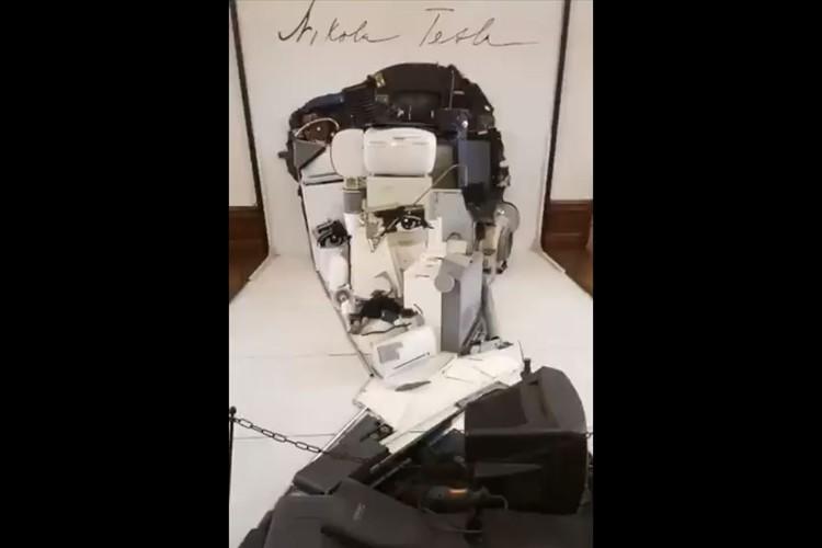 発明家ニコラ・テスラの肖像画を模した作品。その驚くべき構造に大反響!横からみると・・