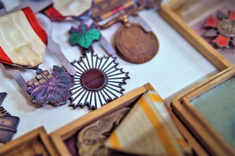 勲章と褒章は実は別物!それぞれの種類や違いを解説