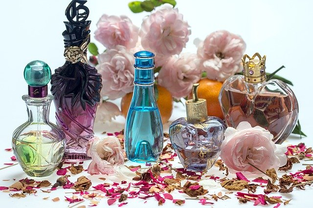 香水の使用期限や有効時間はどのくらい?意外と知らない豆知識
