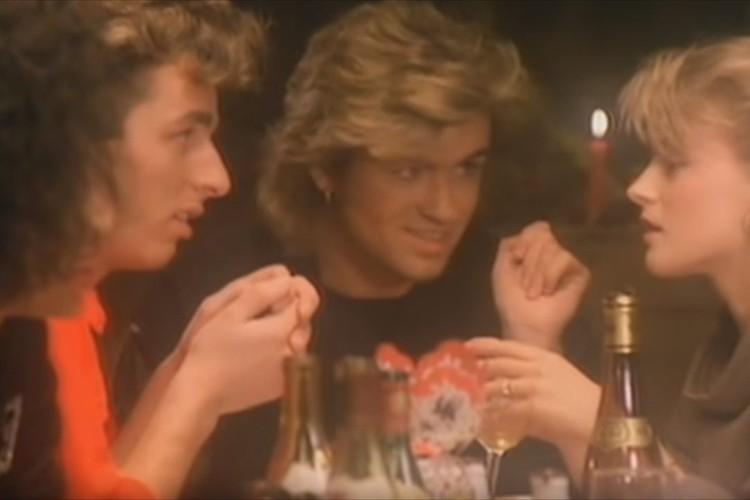 ワムの名曲「ラスト・クリスマス」のMVが4Kの高画質で蘇った!当時のMVと見比べてみよう!