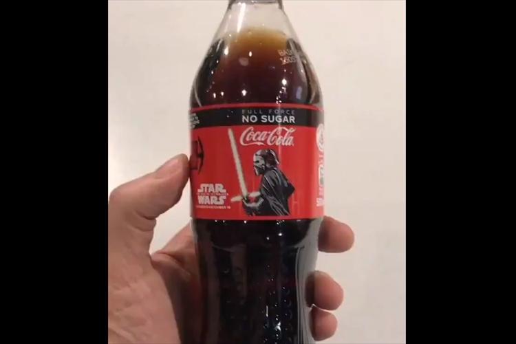 ペットボトルに触れると驚きの仕掛け!「スター・ウォーズ」新作映画とのコラボコーラが面白い