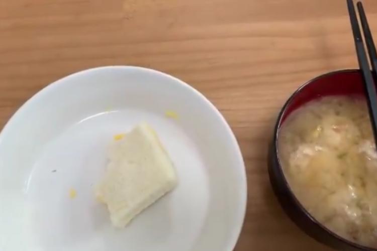 これは仕方ない(笑) 朝食を食べてる途中、箸を置かなければならないハプニングが発生!