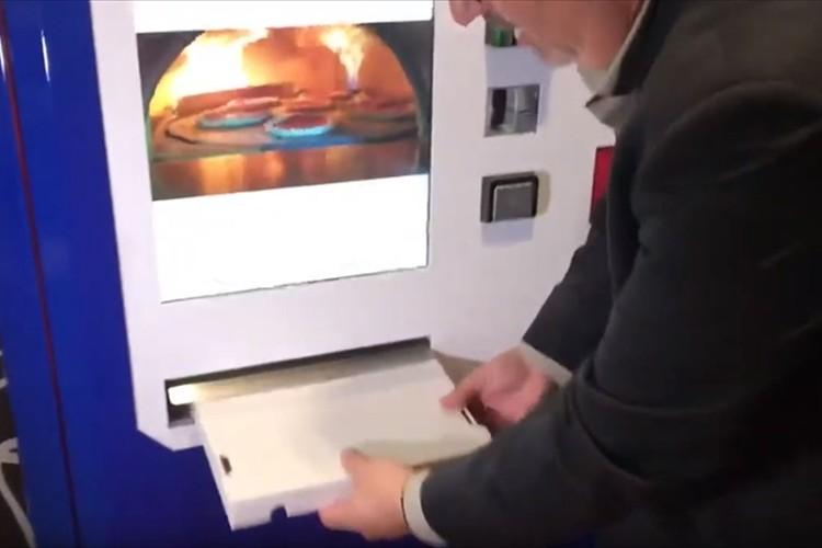 できたてアツアツ!本格的なピザを買える自動販売機がアメリカの大学に登場!