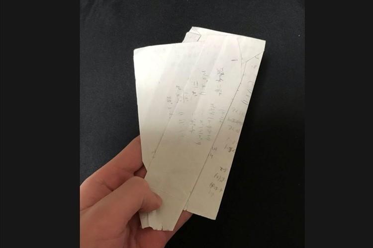かばんを漁ると、わけの分からない折れ方をした紙が大量に出てくる・・あるあるな事象に共感の声