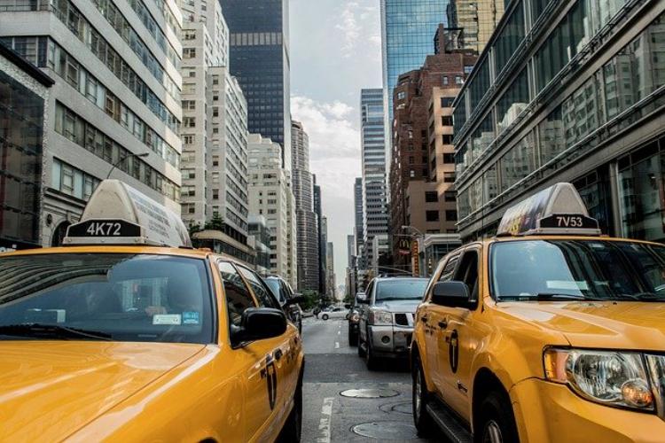 タクシーとハイヤーって何が違うの?この違い説明できますか?