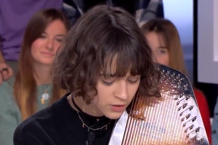 何回でも聴きたくなる・・・フランス人歌手がカバーする『千と千尋の神隠し』の主題歌に感動