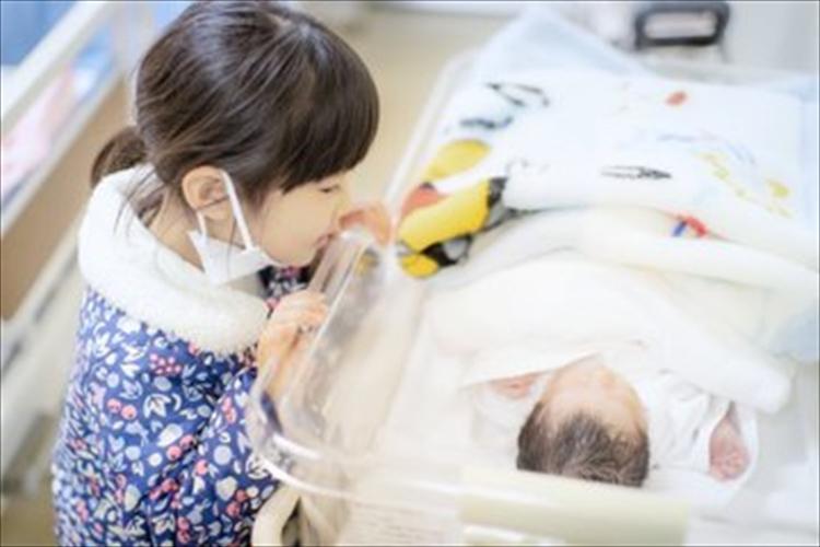 子供の持つ神秘の力に驚き!予定日よりも一週間早い出産日をピタリと言い当てた娘