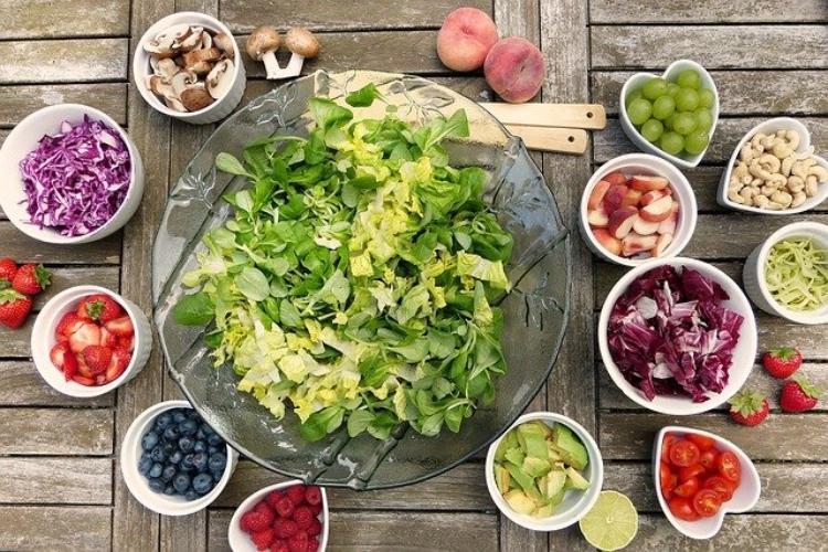 お菓子の定番「サラダ味」って何の味?野菜の味がしないからサラダの味ではなさそう!