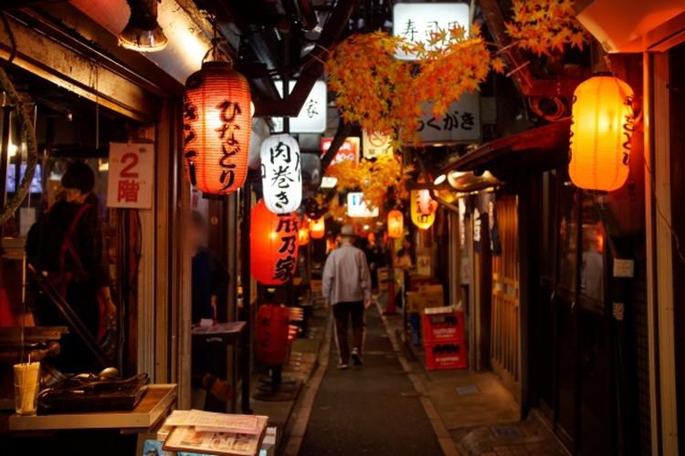 飲み屋街の印象が強い「横丁」とはどんな場所?路地や路地裏との違いも解説
