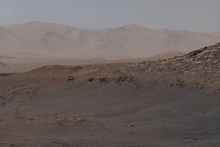 火星の表面がくっきりと見える!NASAの火星探査機が約18億ピクセルのパノラマ写真を公開