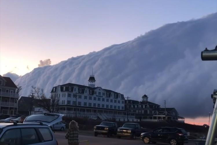 恐ろしすぎる!米ロードアイランド州に島ごと飲み込まれるかのような巨大な雲が発生