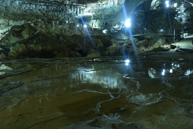 長い年月が作り出した芸術的洞窟「日本三大鍾乳洞」をご紹介!
