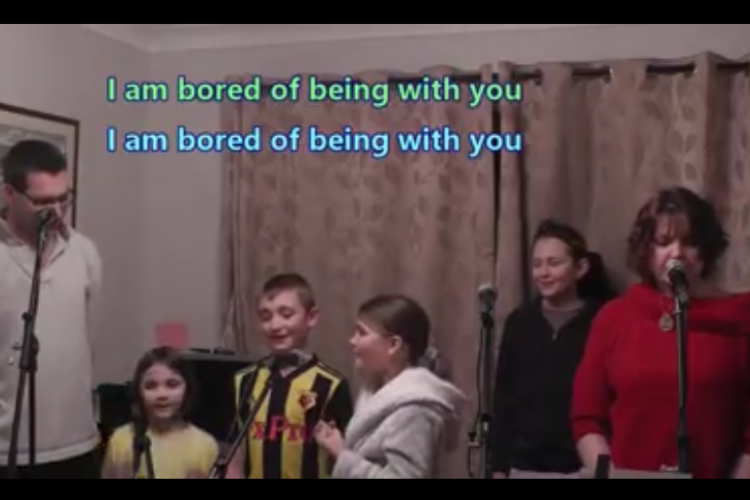 歌詞が最高(笑) 自宅待機中の気持ちを「レ・ミゼラブル」の替え歌にした家族が話題に!