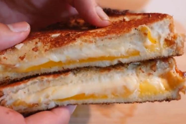 おうち時間にぜひ!ディズニーの公式レシピ「グリルドチーズ・サンドイッチ」の作り方
