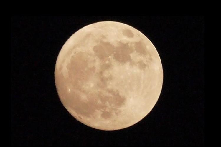 4月8日は2020年最大の満月!地球を明るく照らすスーパームーンを家から眺めよう!
