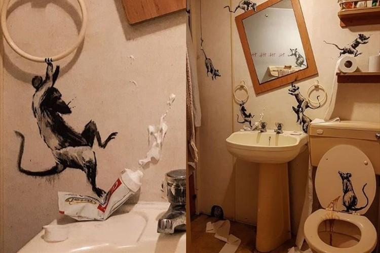 外出できない分、家で発散!?覆面画家のバンクシーが風刺のきいた絵を自宅のトイレに描く(笑)