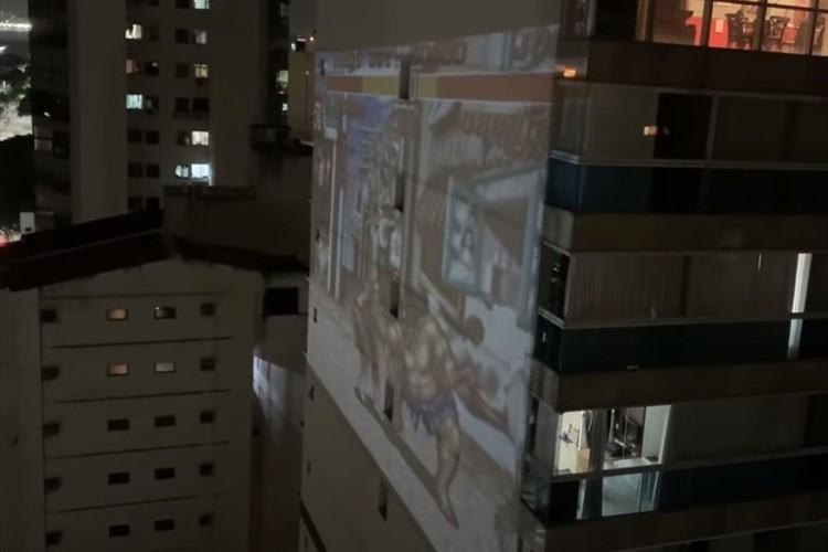 外出自粛だからこそ生まれた遊び方?建物の壁面でゲームを楽しむ驚きの光景が話題に!