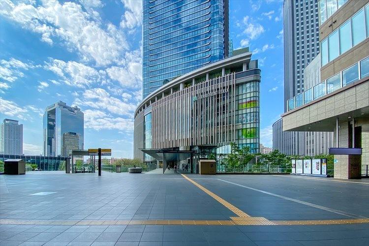 CG加工したイメージ画像のよう・・・自粛の頑張りが反映された大阪駅前の写真が話題に!