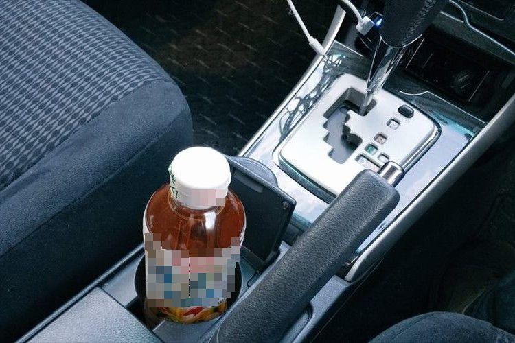 ふと、ペットボトルを見てみると・・・車の中でヒヤリとした出来事が話題に