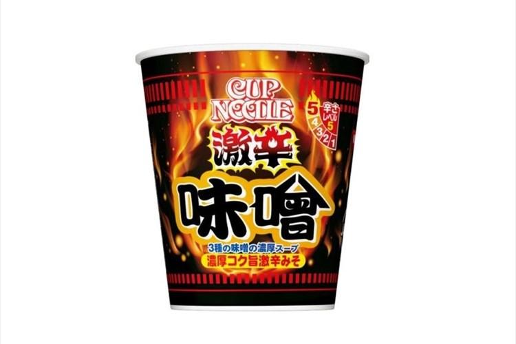 大人気の「カップヌードル 味噌」が激辛になってパワーアップ!今回は3種類の味噌を使用