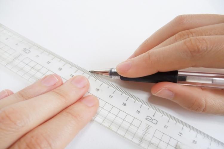 文房具の物差しと定規、実は目的に合わせて違いがあった!