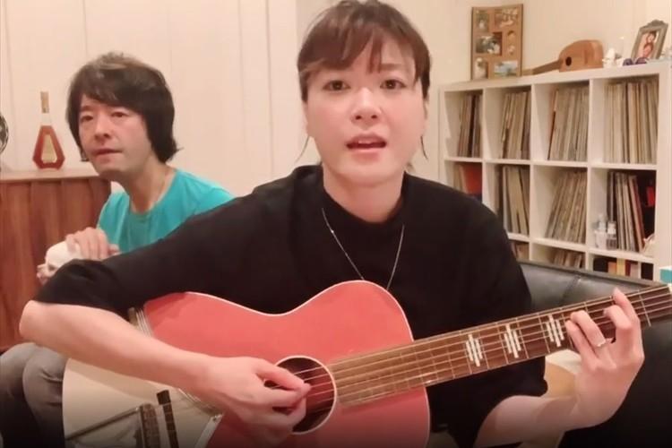 夫婦のハーモニーが素敵!結婚4周年を迎えた和田唱&上野樹里がギター弾き語りを披露