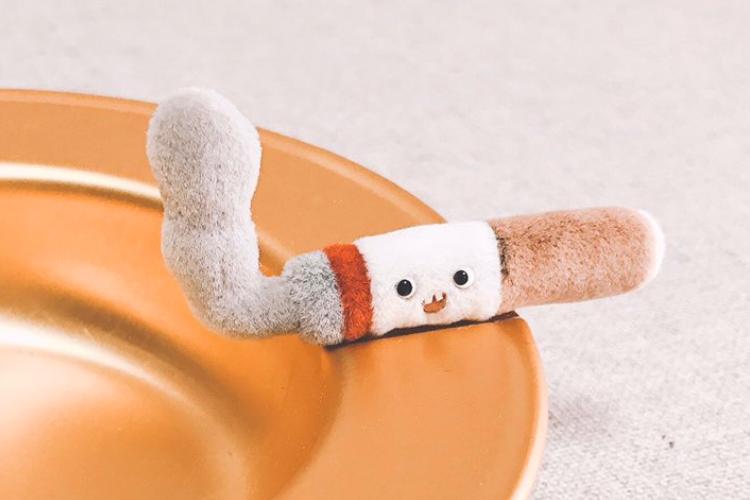 前歯がチャーミング!ゆるくてフワフワなタバコのぬいぐるみが可愛すぎると話題に