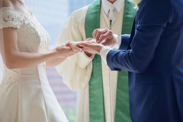 神父と牧師の違いは?結婚式で誓いをさせるのはどっちか知ってる?