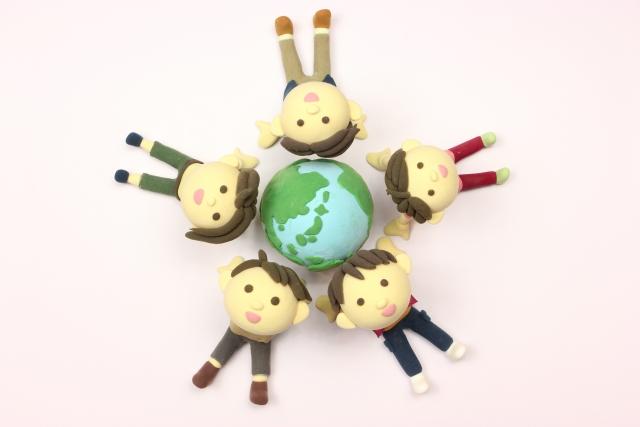 【世界の学校の違い】受験がない国や義務教育の年数など・・・意外と知らない世界の学校事情