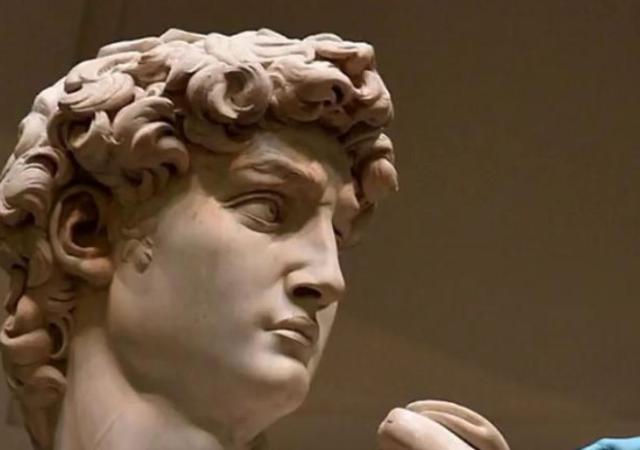 等身大じゃなかった!ミケランジェロの名作「ダビデ像」のスケールが分かる1枚がこちら