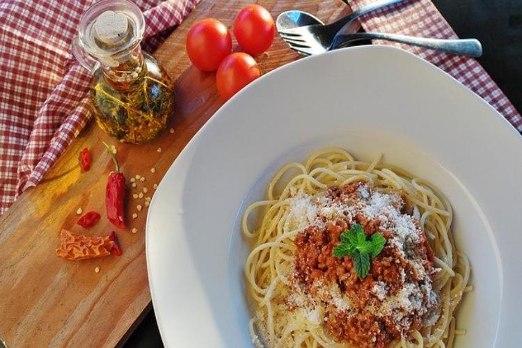 スパゲッティの定番「ミートソース」と「ボロネーゼ」の違いはなに?