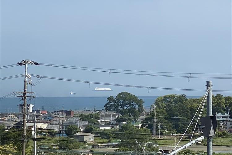 空飛ぶタンカー!?大阪の海で目撃した不思議すぎる光景が話題に